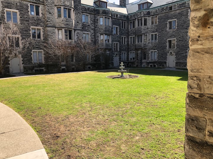 A courtyard at the University of Toronto