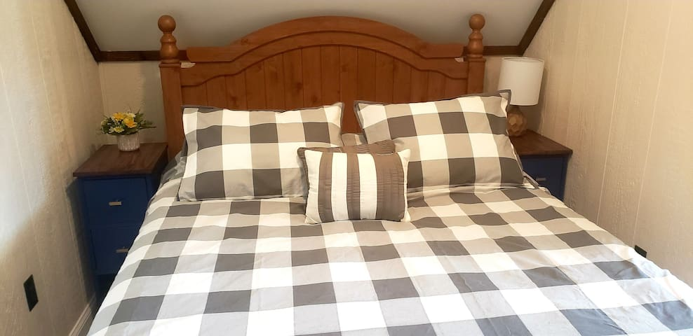 An additional bedroom located on the 3rd floor features a  queen-size bed as well as twin mattress bunk beds.