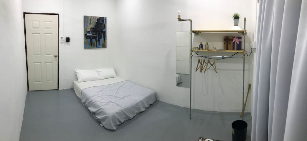 Papadorm Roomstay (Shared Bathroom)