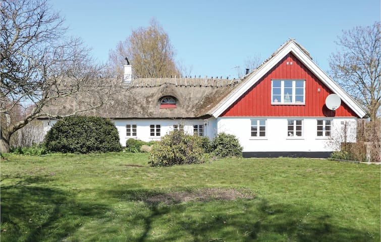Holiday cottage with 3 bedrooms on 200m² in Löderup