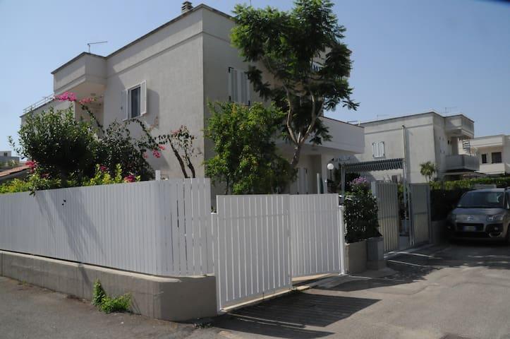 CASA A POCHI PASSI DALLE TERME E DALLA SPIAGGIA - Fasano - Apartamento