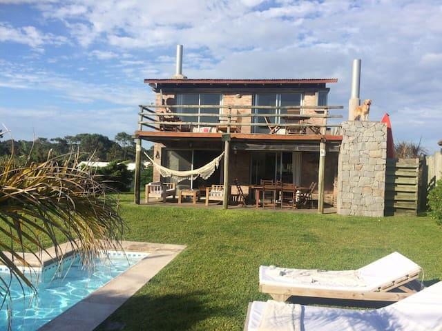 Casa de veraneo con piscina - Punta del Este
