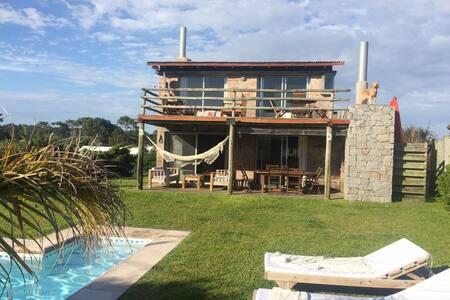 Casa de veraneo con piscina - Punta del Este - Ház