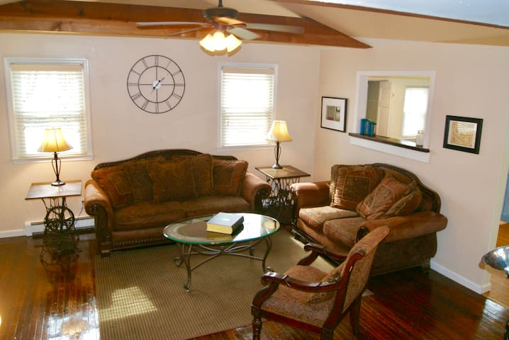 Cornwall  Cottage Avail for West Point Grad week !