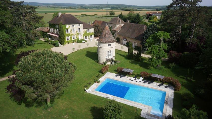 Château de Mirande La Chambre Bleue - Montbellet - Slott