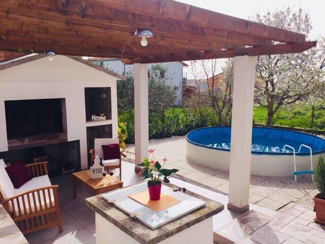 Cozy&Modern Aptartment with , Pool & BBQ