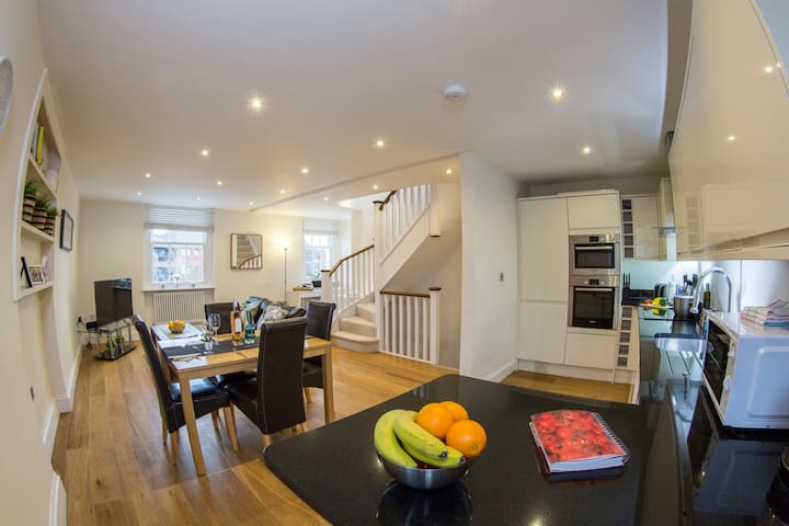 Finchley Central - Super triplex 2/3 bed Loft - London - Lägenhet
