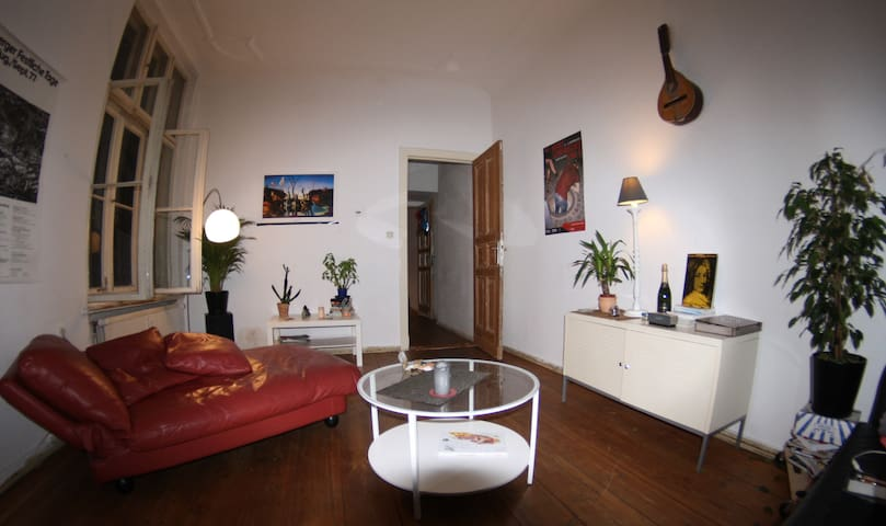 Cosy room for two in Kreuz-Kölln area