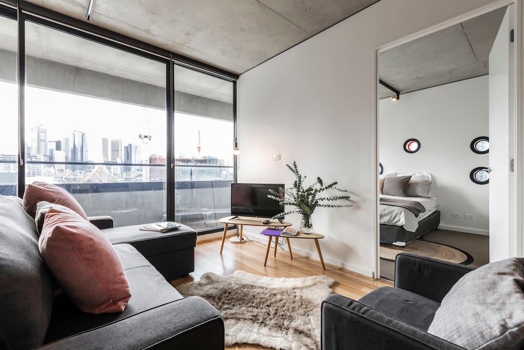 plush cbd wifi rooftop pool gym carpark netflix. Black Bedroom Furniture Sets. Home Design Ideas