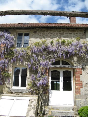 2 bedroom house in tranquil setting - Saint-Vaury - Talo