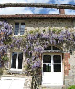 2 bedroom house in tranquil setting - Saint-Vaury - Rumah