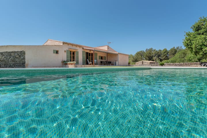Idyllic Country Estate in Romantic Fields with Pool, Terrace, Garden & Wi-Fi; Parking Available