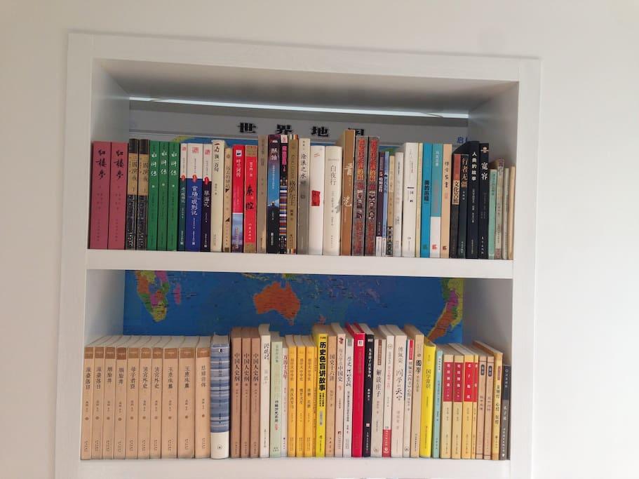我的小小小图书馆,总共有150本左右的书