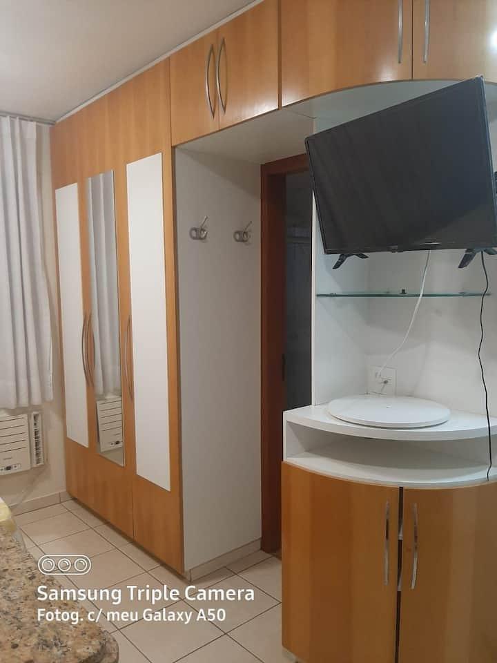 #Flat  Casal Studio 45 com TV Smart