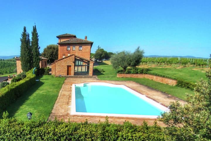 Beautiful Farmhouse in Montepulciano with Pool