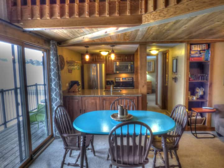 🌟Penthouse w/ Pool+Hot Tub │ <1/3 Mile to Mtn