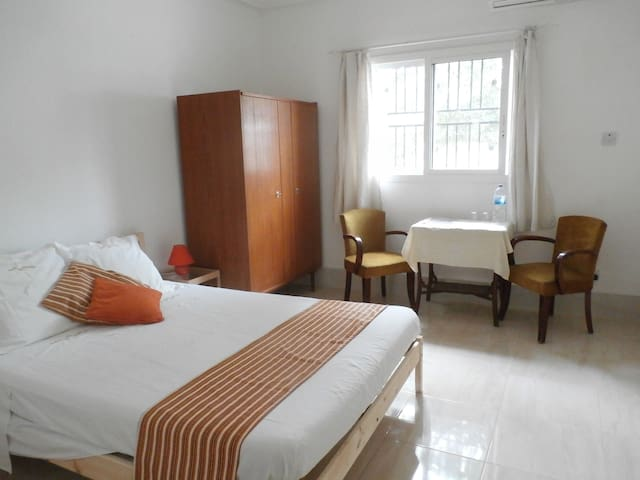 VILLA CALLIANDRA Bijilo, nice room with double bed