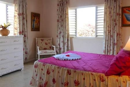 Valhalla Villa bedroom 2 - Duncans