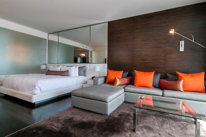luxury high rise,Strip view