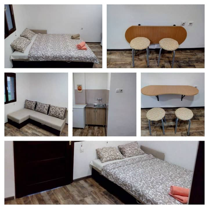 Small apartment for 2 with free parking and WiFi
