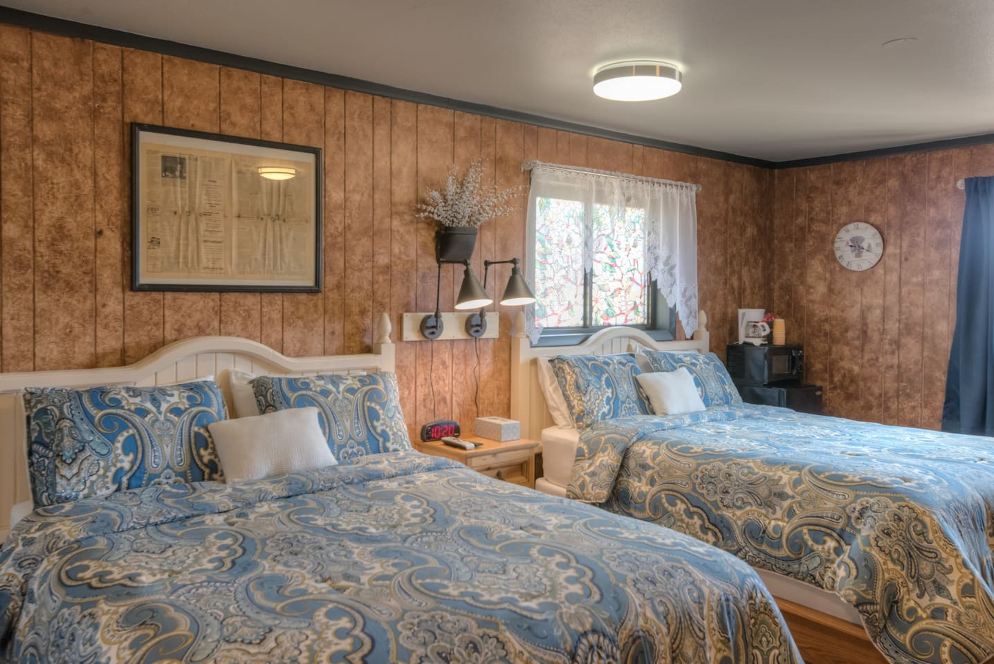 Cozy room with a gorgeous vintage flair