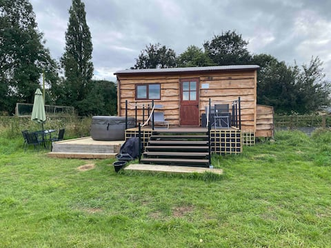 Standlake Glamping - No2 The Owl Shepherd Hut