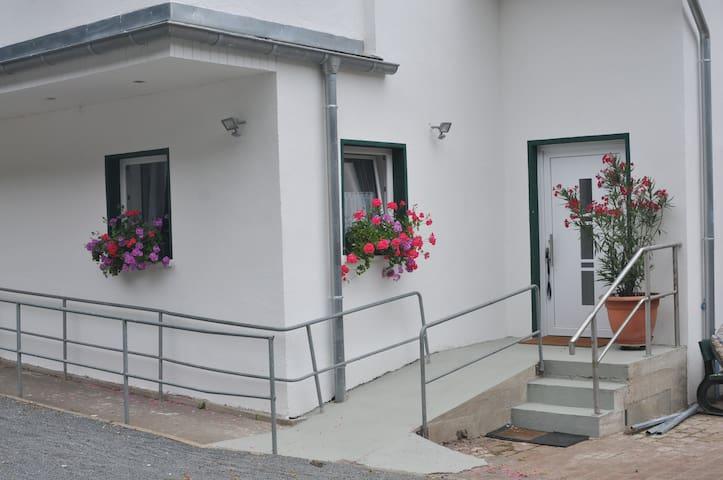 Separater Eingang im Hof