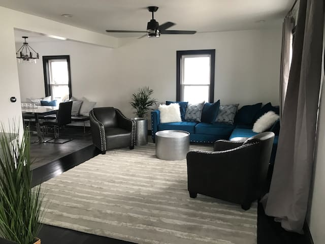 Lush Newly Renovated Home - Downtown Warren Pa