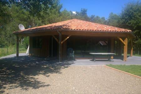 L'Estanguet, maison octogonale en forêt - Boos