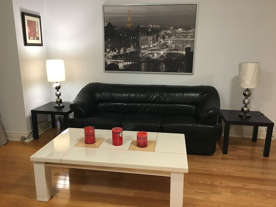 Master Bedroom Close To The Subway Townhouses For Rent In Toronto Ontario Canada