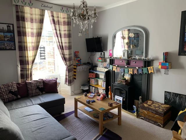 Fun Filled Harry Potter themed Flat, VERY Central.