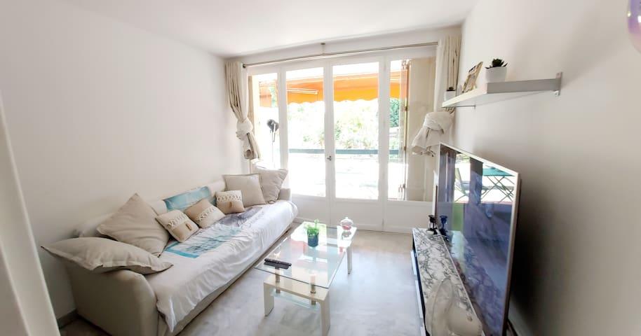Studio neuf meublé dans une résidences privée