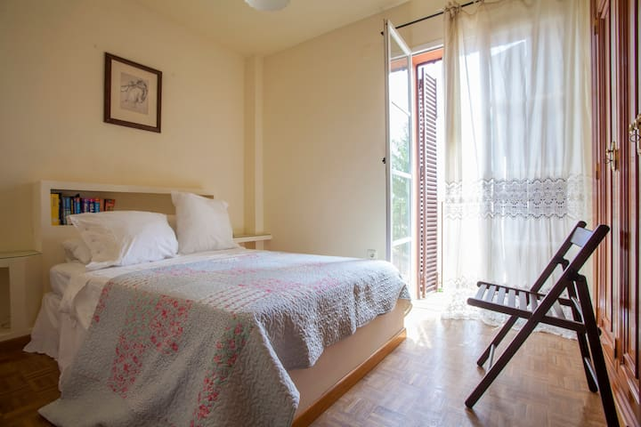 Lovely bedroom with private bathroom and pool - Valencina de la Concepción - Bungalo