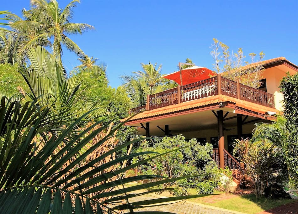 Villa Palm is situated in the garden of Coconut Laguna Resort.