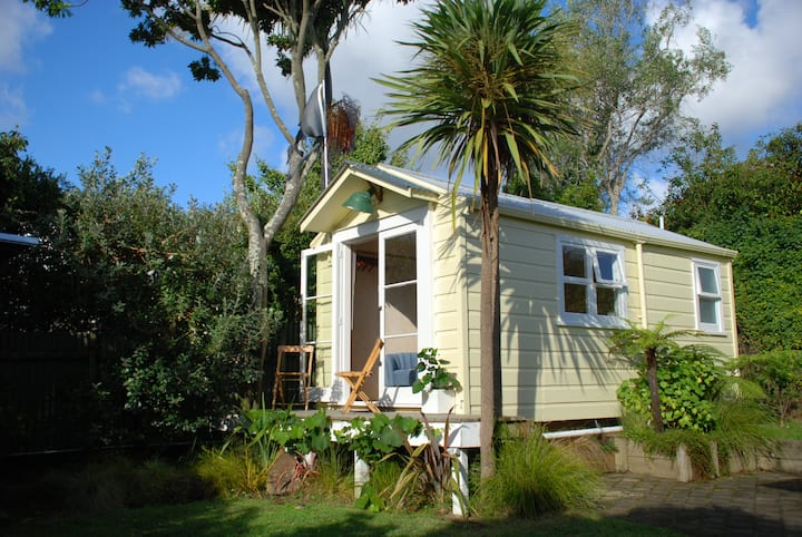 Cosy Garden Cottage (Central Auckland)