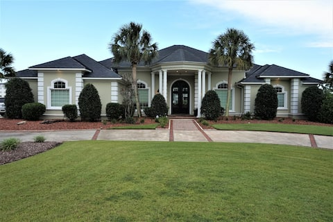 Luxury Waterfront Home W/Golf Cart& Pool Available