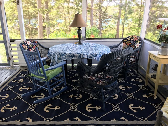 Evergreen cottage - Oceanview  ✨NEW fall pricing!✨