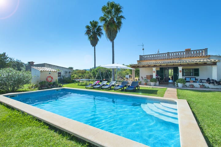 Enjoy Great Scenery by the Pool at Villa Punta Madgalena