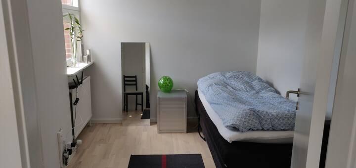 Quiet nice room in a good neighborhood