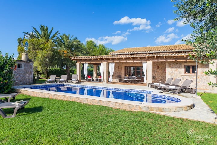 Magnificent Mallorcan-style finca with pool
