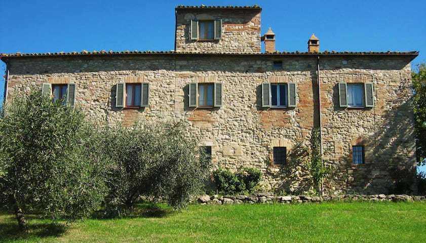 Todi Apartment in 16 Century Stone Farmhouse