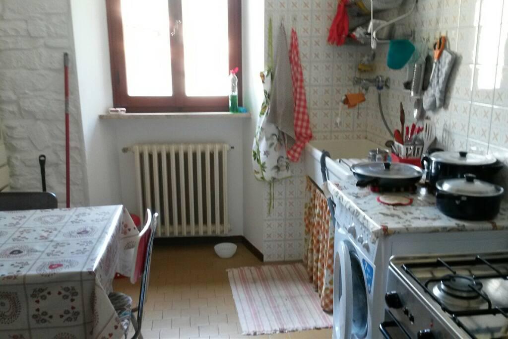 cucina (scusate il disordine, stavo cucinando io...)