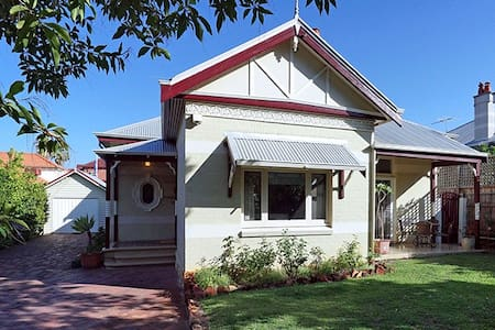 Georges Guest House - Mount Lawley