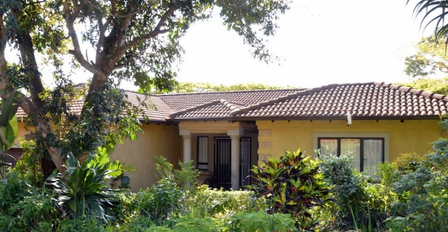 THREE BED ROOMED HOME ON GOLFCOURSE - Dolphin Coast - Pis