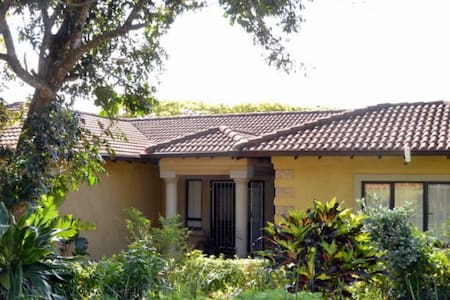 THREE BED ROOMED HOME ON GOLFCOURSE - Dolphin Coast