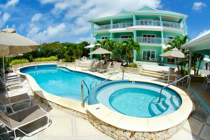 Compass Point Dive Resort - Poolside Deluxe Condo