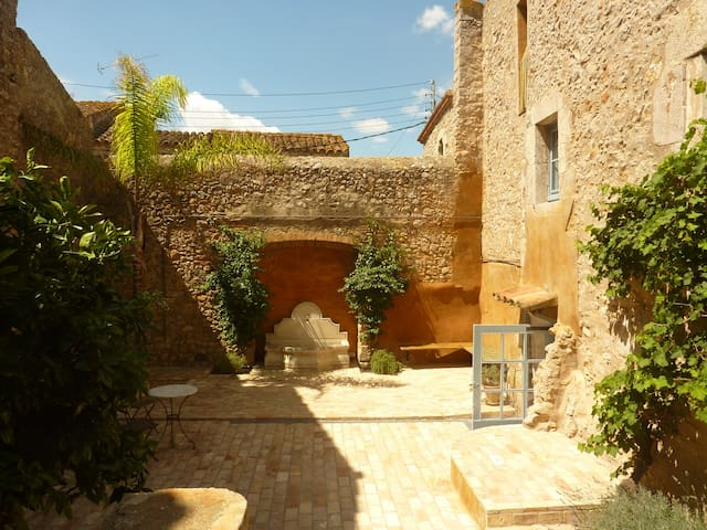 Renovated farmhouse nearby Costa Brava.