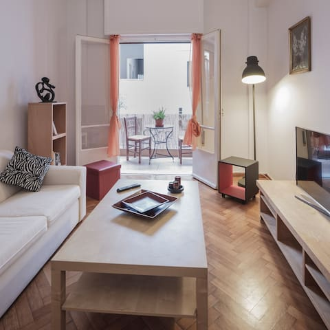 Ideally located apartment in Plaka