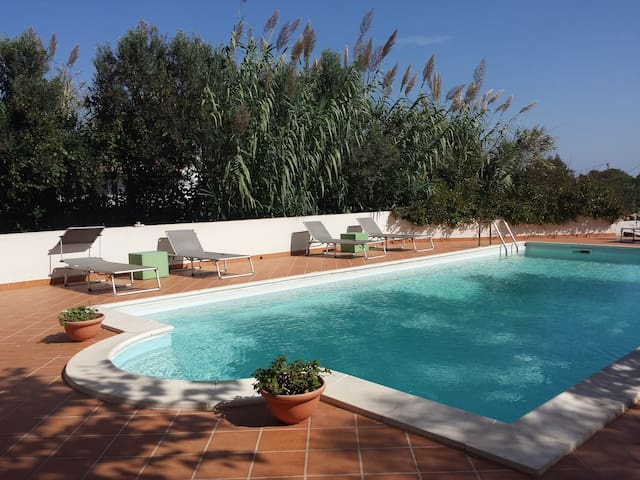Spacious Villa with Private Pool near Stintino - Stintino - Villa