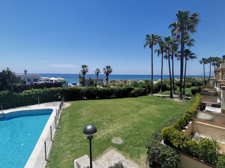 Holiday Apartment Romana Playa Primera Línea with Sea View, Wi-Fi, A/C, Pool, Garden & Terrace; Parking Available